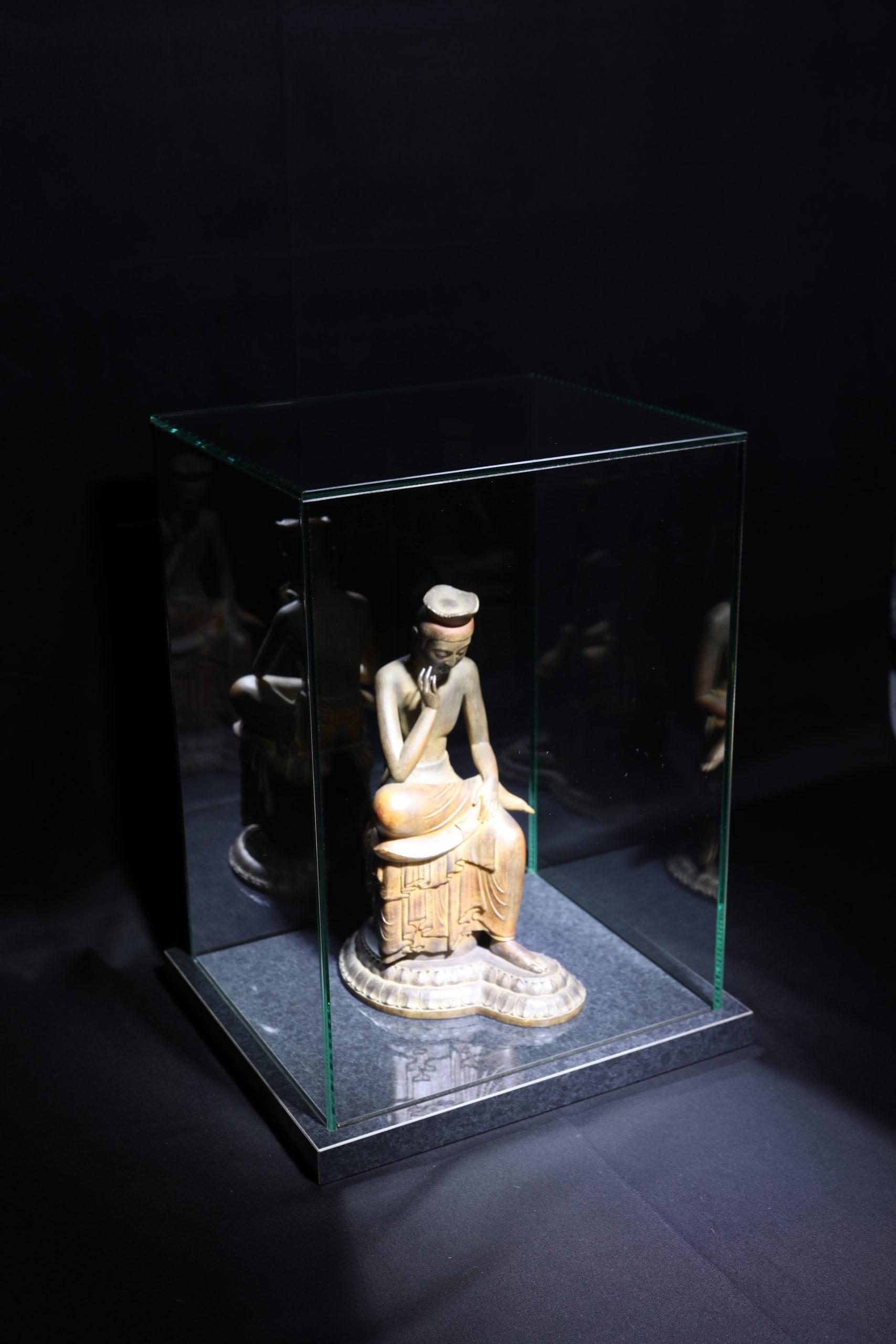 BC_NM-Premium glass case_Miroku Bosatsu