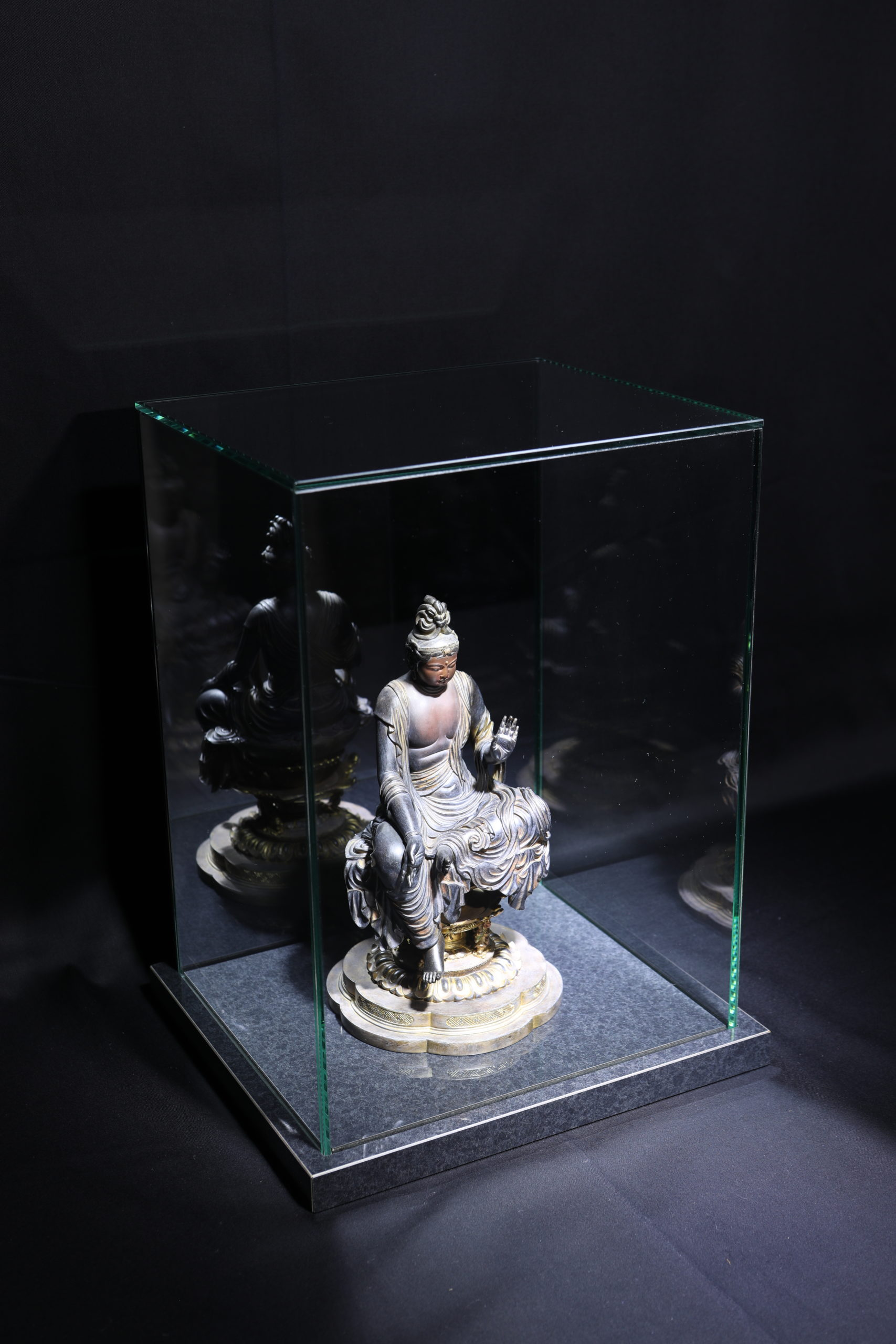 BC_NM-Premium glass case_Den Nyoirin Kannon